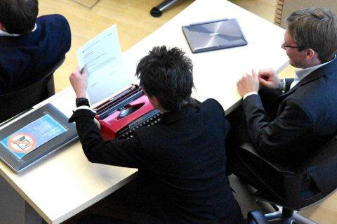 Un miembro del Partido Pirata alemán con su máquina de escribir en una imagen publicada por lainformacion.com