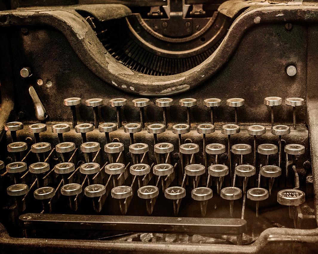 Máquina de escribir (créditos: Shutterstock) Lecturas sobre periodismo